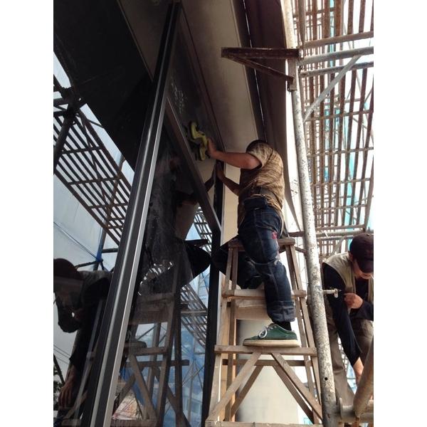 落地玻璃施工中-有為玻璃有限公司-台中