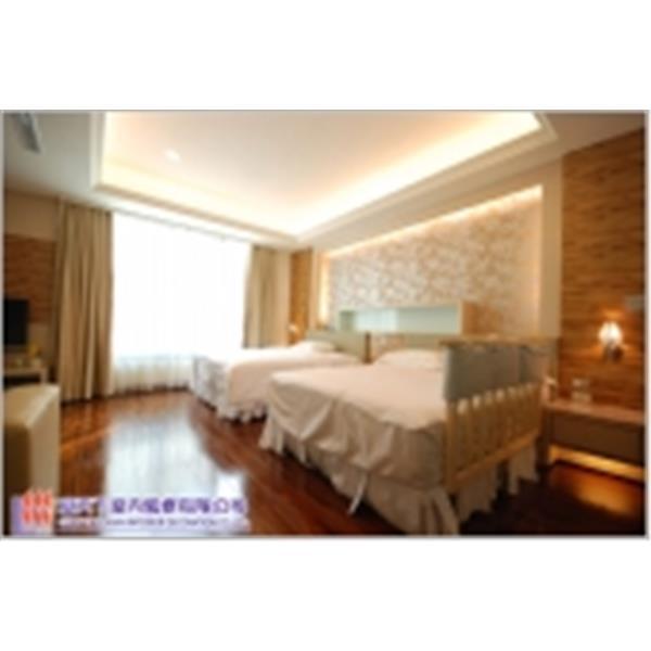 臥室裝潢─天花板木地板工程