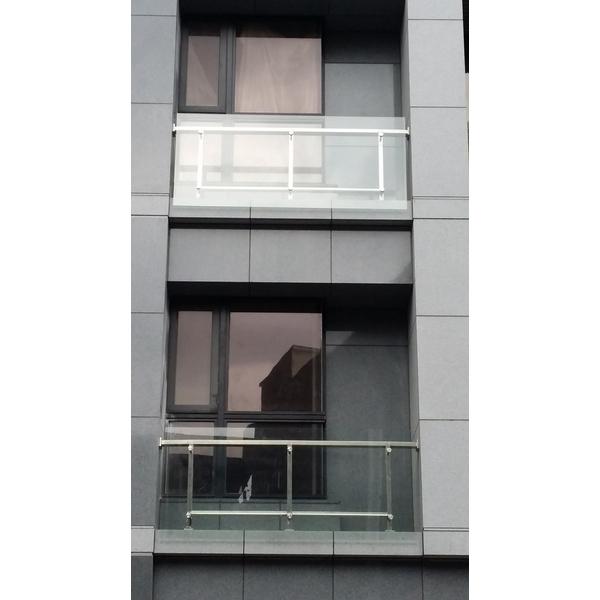 不銹鋼方管玻璃欄杆