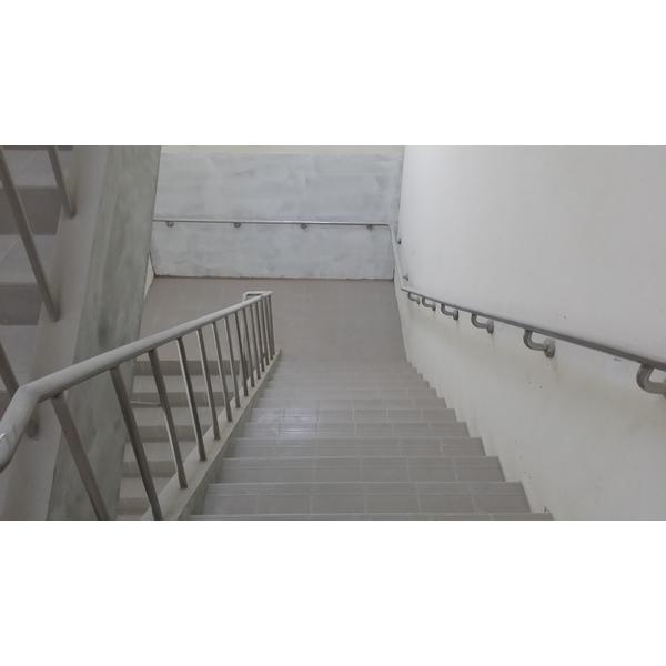 無障礙樓梯扶手