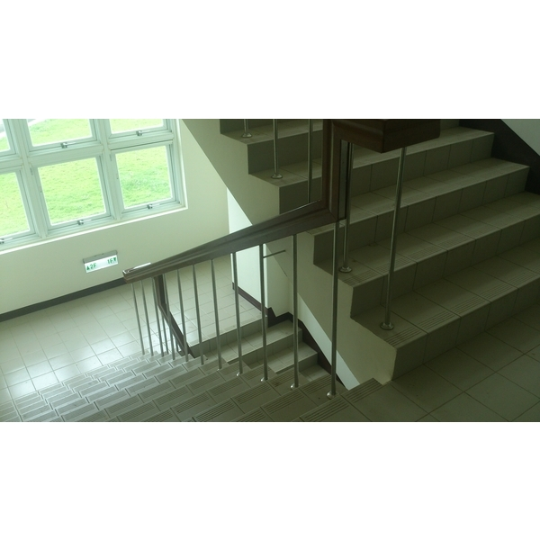 樓梯不銹鋼管+木扶手