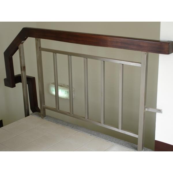 樓梯扶手(不銹鋼+櫸木)