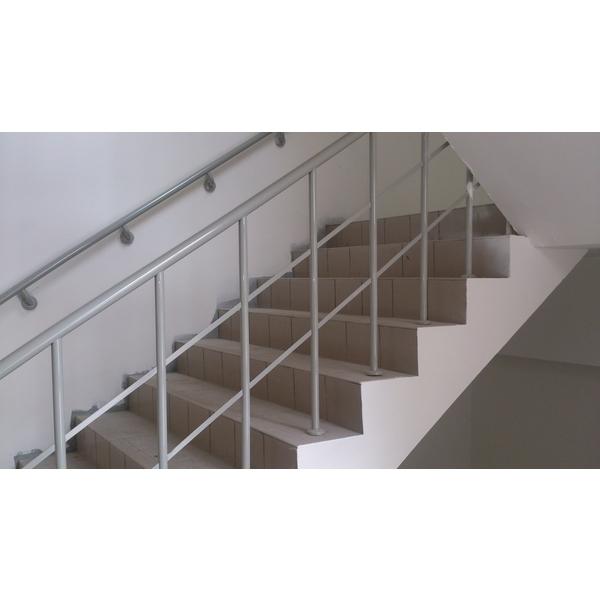 樓梯烤漆欄杆