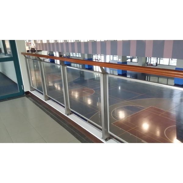 櫸木+不銹鋼管玻璃欄杆-紫福金屬建材有限公司-新北