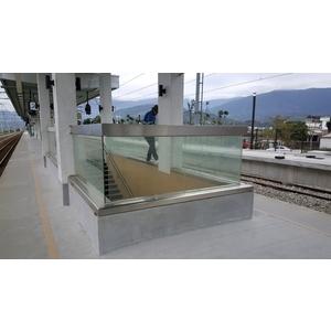 池上火車站-玻璃欄杆