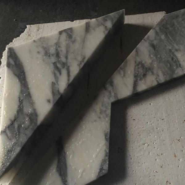 客製特殊形狀卡拉拉白立體面