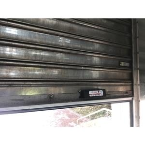 鐵捲門安全防夾裝置