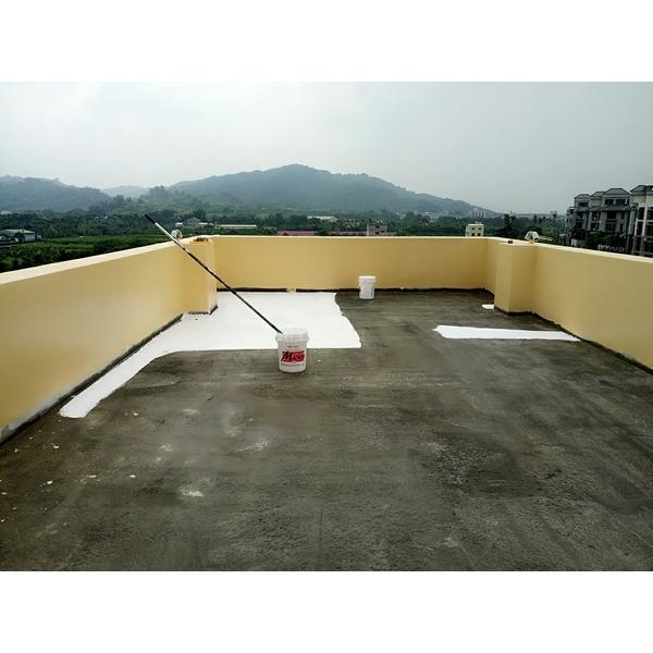 耐候型防水膠泥中塗與隔熱面漆塗布