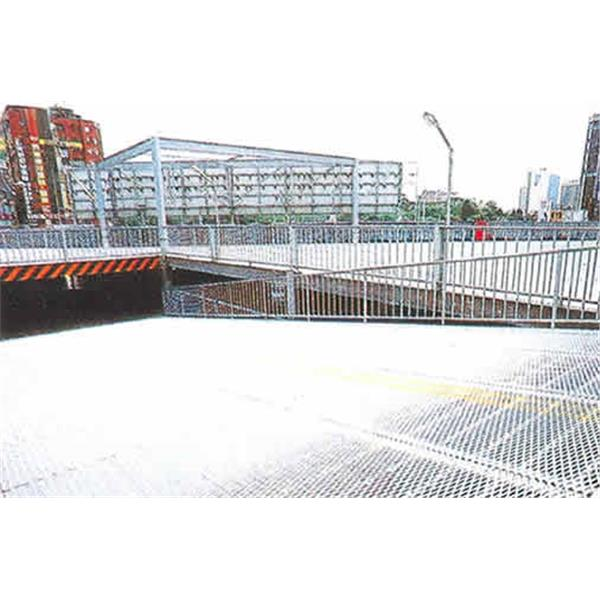 高雄巿巿政府立體停車場