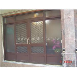 鋁製玻璃門廳(改裝後)