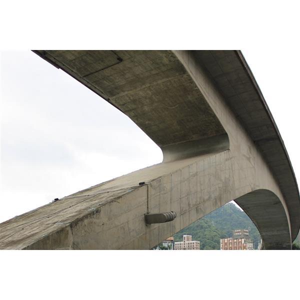 北二高碧潭橋端