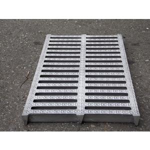 鑄鋁蓋20X40X2cm B型梅花型止滑點-中道企業有限公司-新北