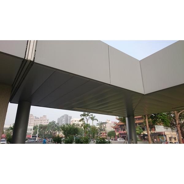 鳳山行政中心倒吊鋁板工程