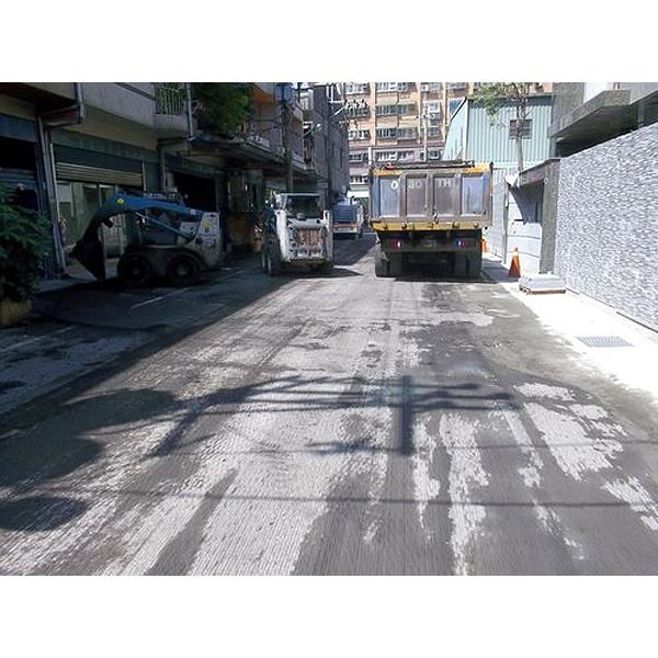 柏油道路瀝青刨除完成