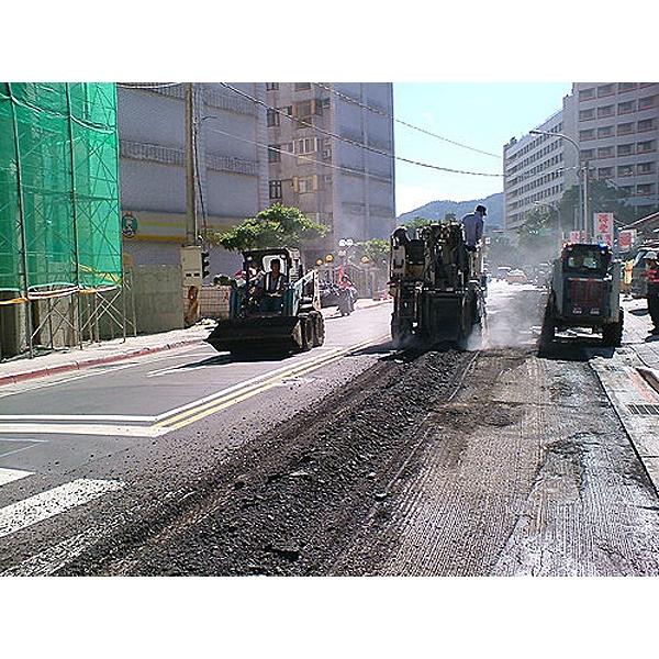 柏油道路瀝青刨除施工