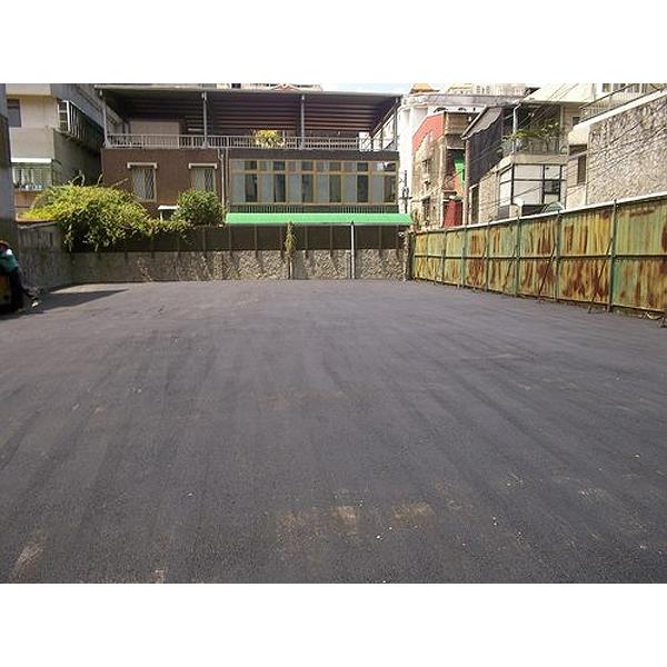 停車場路面瀝青舖設完成