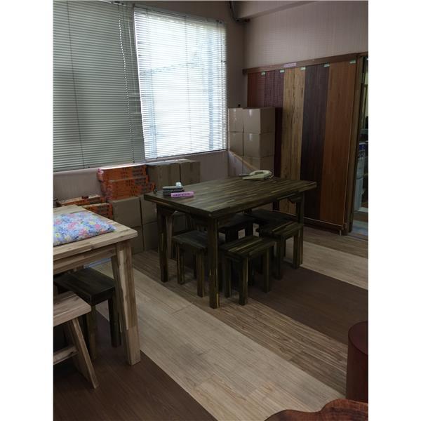 綠檀實木桌椅展示
