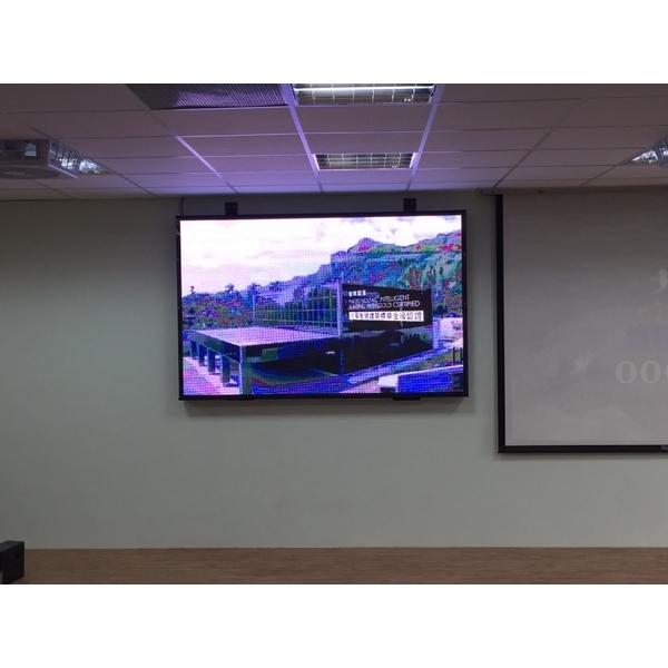 高雄市八卦國小視聽教室P4LED室內款電視牆
