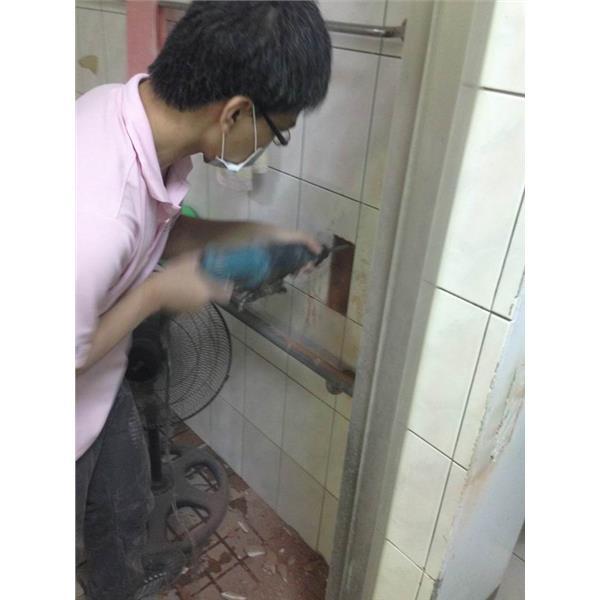 殘廁開關施工中