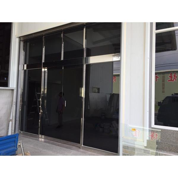 烤漆黑玻璃自動門3