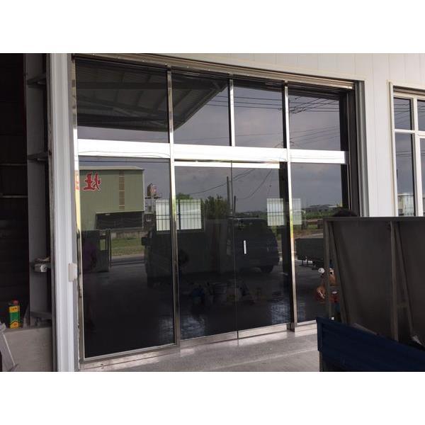 烤漆黑玻璃自動門2
