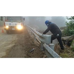 鋼板護欄施工7