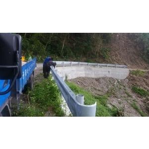 鋼板護欄施工8