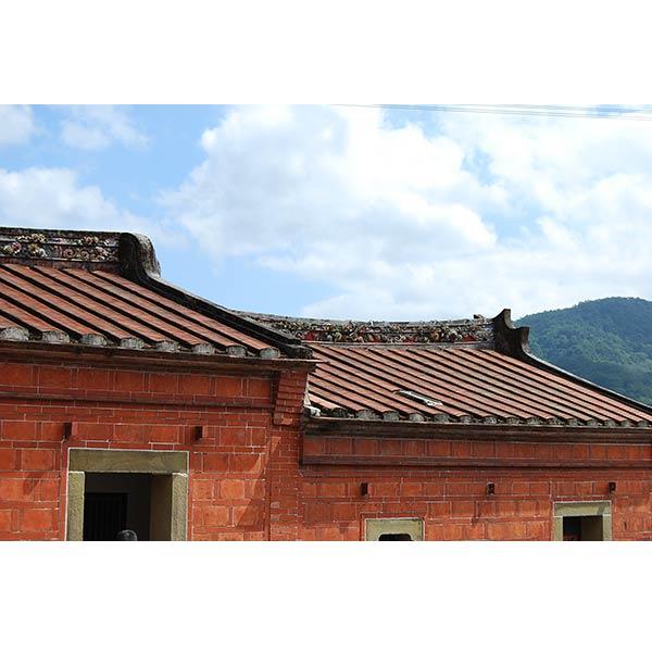 屋頂-紅瓦2-三和瓦窯磚賣店-高雄