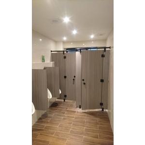 廁所隔間搗擺