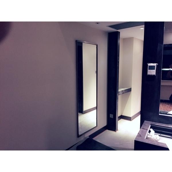 床頭櫃鈦金框1