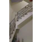 不銹鋼欄杆 (1)-榮業鋼鋁工程行-裝潢金屬飾品,金屬裝潢工程,不銹鋼門窗,鋁門窗,採光罩,玻璃屋,鍛鐵藝術門窗,防盜門窗,氣密窗,隔音窗