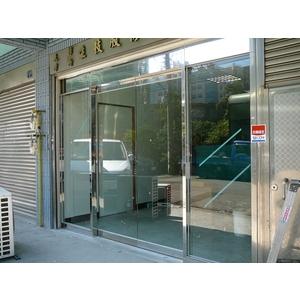 亮面不銹鋼框玻璃自動門門面