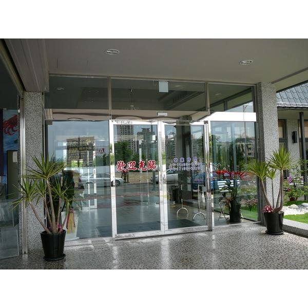 鏡面不銹鋼玻璃自動門門面-牧村自動門-新竹