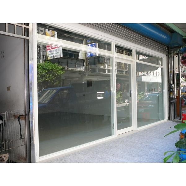 牙白色鋁框玻璃自動門門面-牧村自動門-新竹