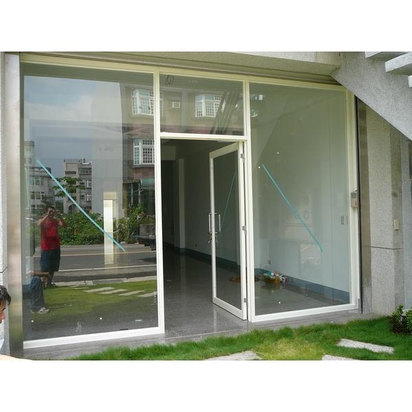 牙白色鋁框玻璃推拉門門面-牧村自動門-新竹