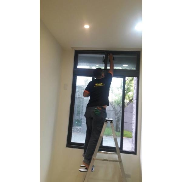 窗戶清潔-陽光家園清潔團隊-台中