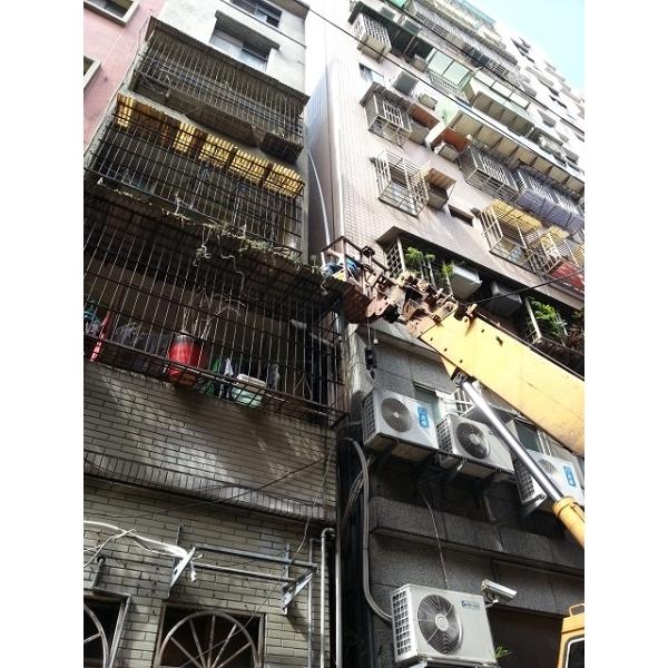 外牆排水管配置(吊車施作)-新碩水電有限公司-新北
