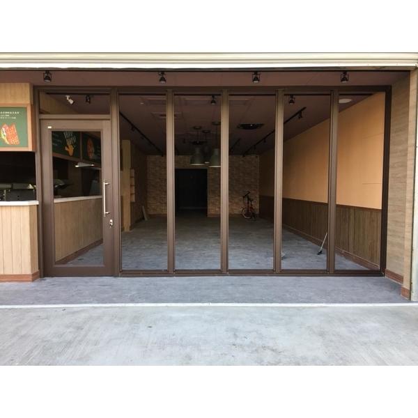 店面大門(特殊顏色咖啡沙)