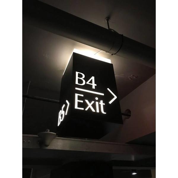 地下室車道指示燈箱