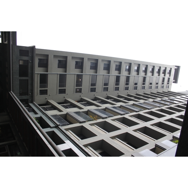 鋁格柵遮陽板-土城圖一
