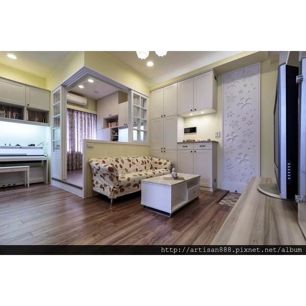 暖色系客廳空間