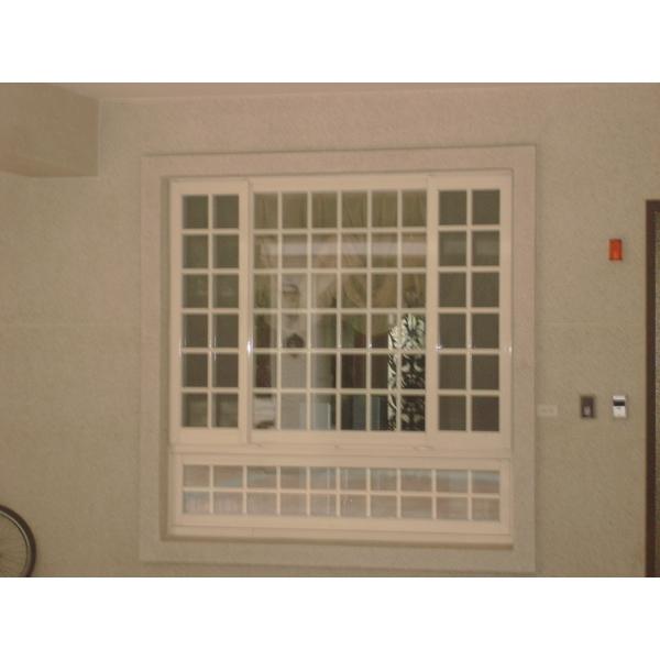格子氣密窗