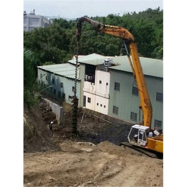 坡地基樁施作