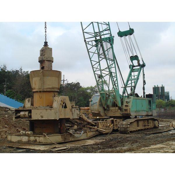 吊車+搖管機 施工中edit-申揚營造工程有限公司-台北