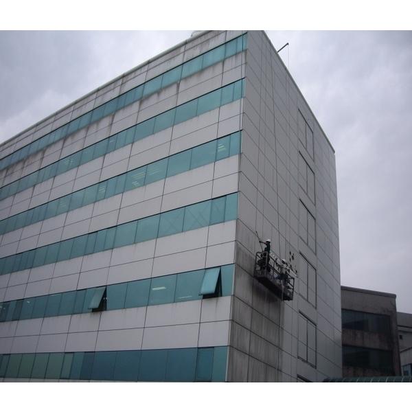 外牆清洗施工實景02-再新興業有限公司-新北
