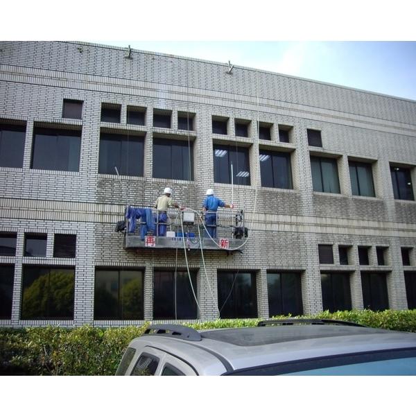 外牆清洗施工實景04-再新興業有限公司-新北